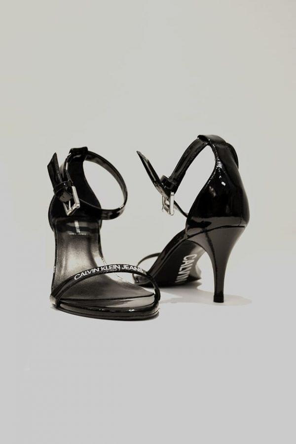 Sandália couro preta Calvin Klein SS358